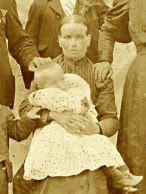 mati Marija Hren in v naročju Alojzij Hren 1905